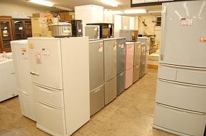 コスモスペースでは1ドア冷蔵庫・2ドア冷蔵庫・中型冷蔵庫・大型冷蔵庫などの多くの電化製品の買取(出張買取)と販売をしています!
