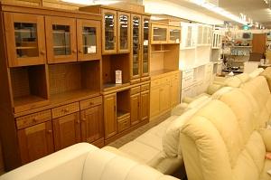 コスモスペースでは食器棚・たんす・ダイニングセット・ソファー・ベッド(ベット)などの多くの家具を販売しています!