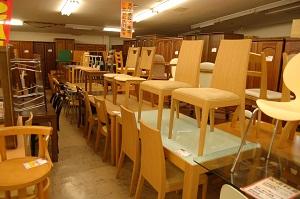コスモスペースでは食器棚・たんす・ダイニングセット・ソファー・ベッド(ベット)などの多くの家具を買取・出張買取しています!