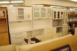 コスモスペースではキッチンボード・たんす・ダイニングセット・ソファー・ベッド(ベット)などの多くの家具を買取しています!
