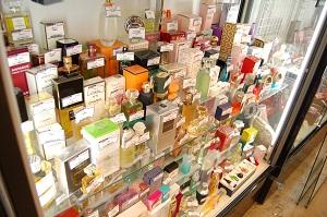 コスモスペースでは香水・コスメ・メイク道具・リップグロス・口紅・ファンデーションなどを買取をしています!