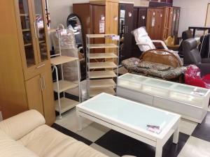 白基調のセンターテーブル・テレビ台の写真