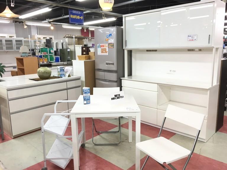 ホワイトキッチンス家具