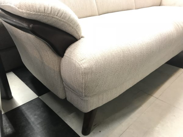 シックな木肘デザインソファー