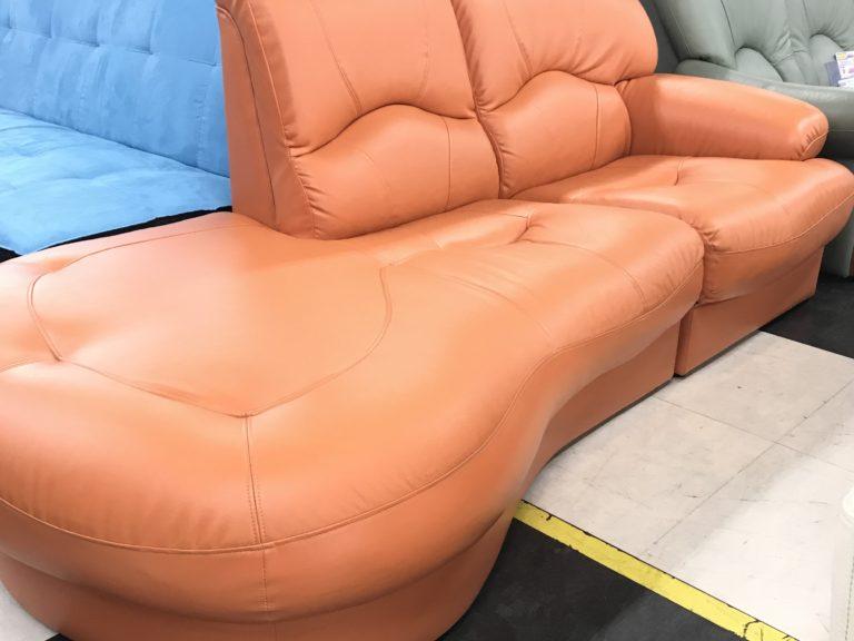珍しい形のソファー