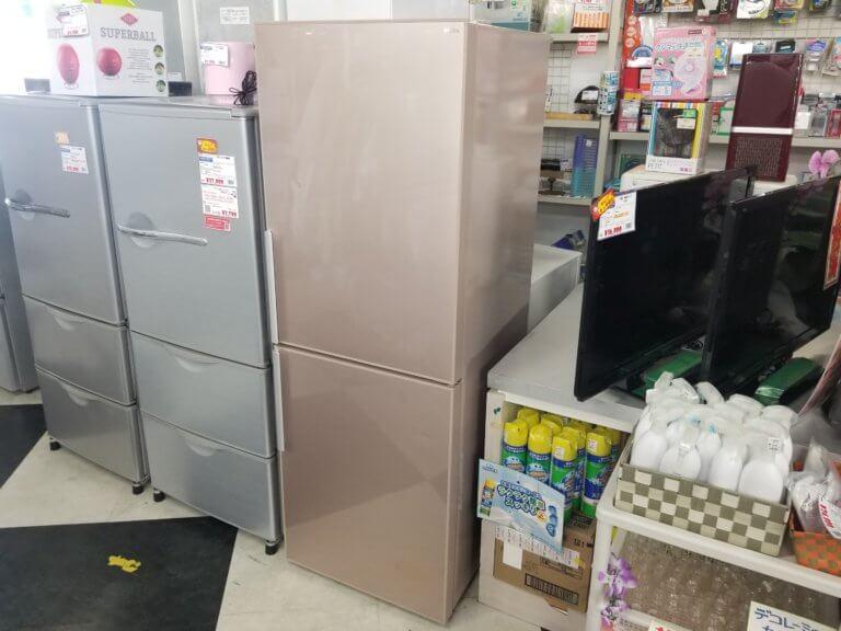 可愛らしいピンクの冷蔵庫